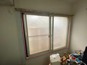 室内の窓枠塗装