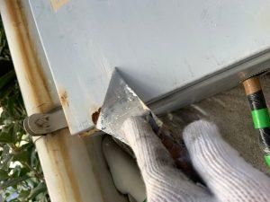 鉄部を塗装するために、ケレン作業