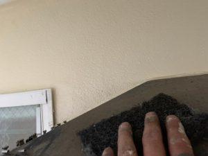 霧避けのケレン作業と錆止め下塗り