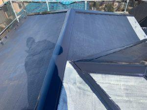 大屋根・下屋根の中塗り