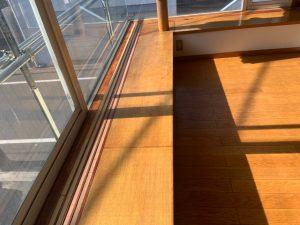 窓枠、網戸枠、窓台にオイルステン 完了