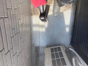 塗装工事の下準備として高圧洗浄作業