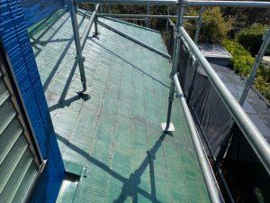 下屋根の下塗り塗装