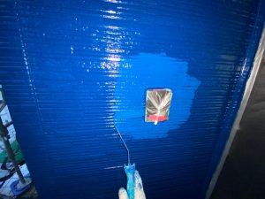 一階の2面には中塗り、それ以外の部分には上塗り