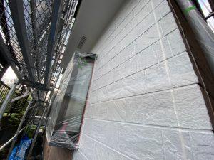 外壁の下塗り作業
