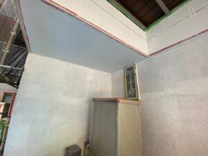下塗り二層目となるサーフ塗装
