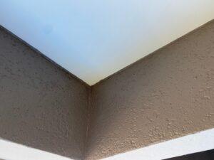 軒天と一部外壁にタッチアップ